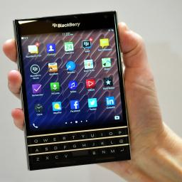 'Vierkante Blackberry Passport direct zeer populair'